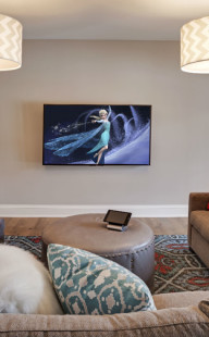 Restech-living-room-TV-Frozen
